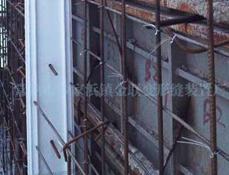 安装PVC结构拉缝